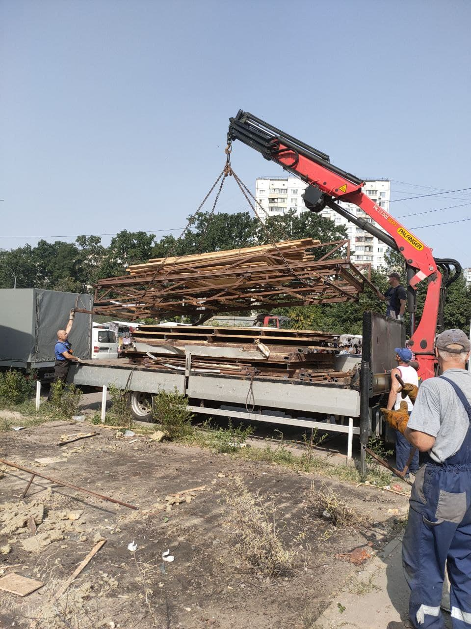 На Теремках демонтовано тимчасову споруду загальною площею майже 50 м²
